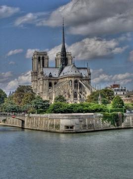 《巴黎圣母院》读后感